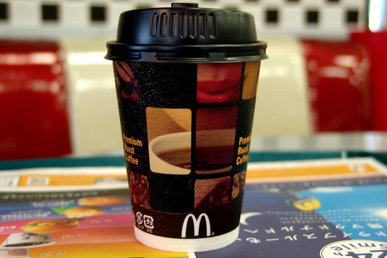 Un gobelt de café McDonald's