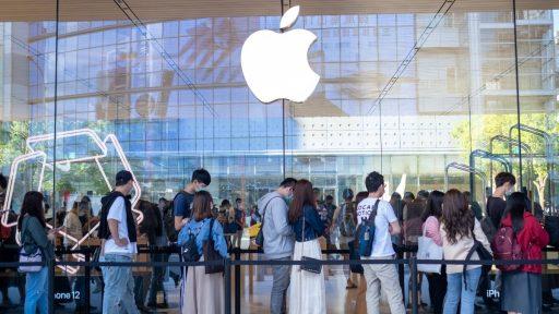 Mensen schuiven aan in Taiwan aan een Apple-store