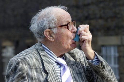 'Un médicament bon marché contre l'asthme réduit de 3 jours le temps de guérison face au Covid-19'