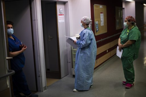 Coronacijfers: Aantal ziekenhuisopnames stagneert, besmettingscijfers dalen verder