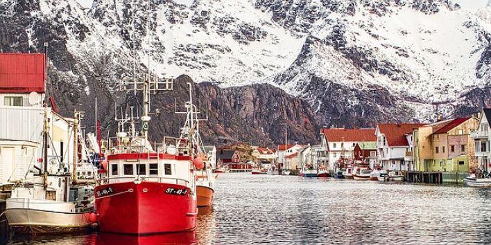 henningsvaer-norway harbor boats
