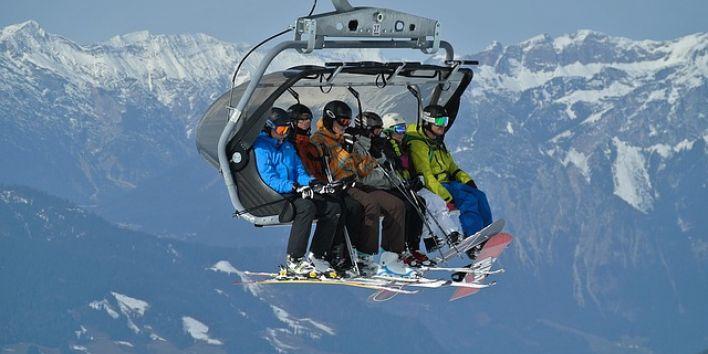 ski-lift-mountain snow